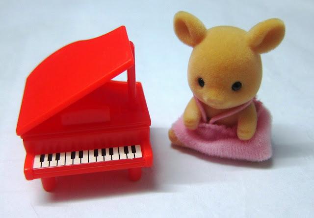 Búp bê Bé Nai chơi đàn Piano giúp khám phá thêm nhiều điều bổ ích