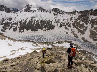 Baixant per la cresta del Mirador de Cregüenya