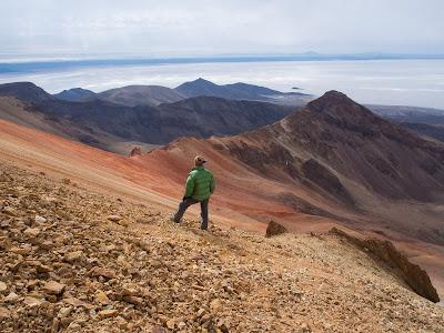 Baixant del volcà, amb el Salar al fons