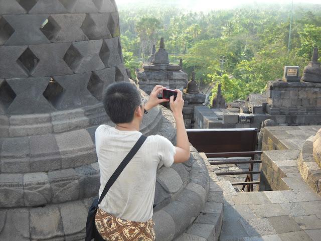 Tonyo Cruz still wondering how amazing Borobudur temple is :)