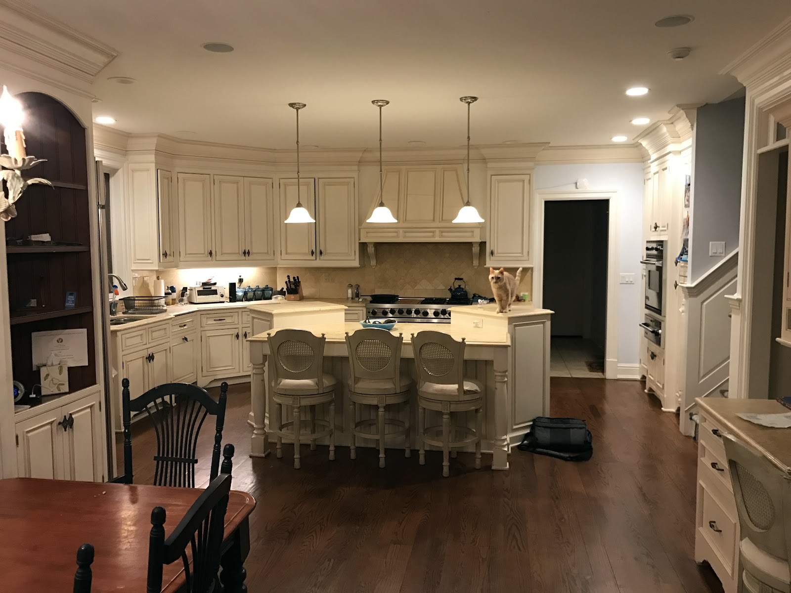 traditional contemporary kitchens. Disconnected From The Kitchen. This Is Even More Apparent In Homes With Open Floor Plans, Where You Can See Two Or Three Rooms One Vantage Point. Traditional Contemporary Kitchens