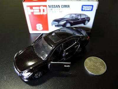 Tomica 08 Nissan Cima màu đen thiết kế mở được cửa sau