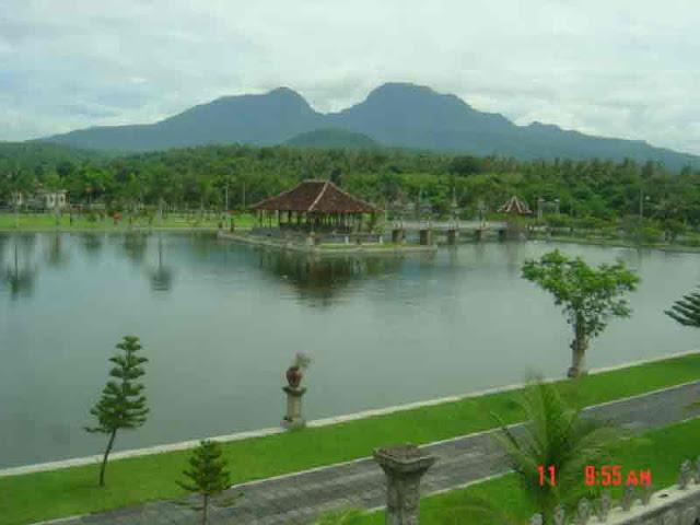 Taman Sukasada Ujung - Bale Kambang