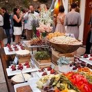 К чему снится стол, полный еды?