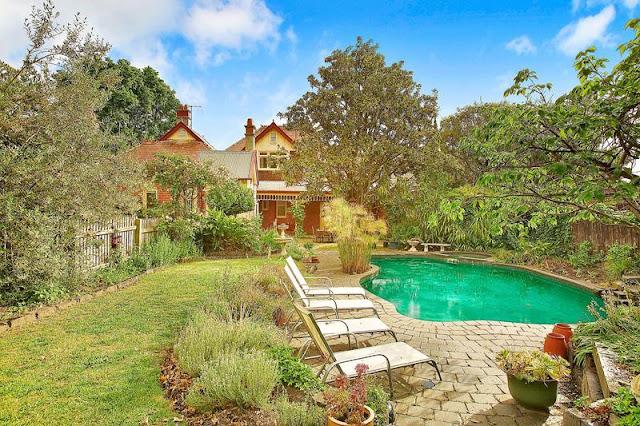 Asymmetrically designed garden