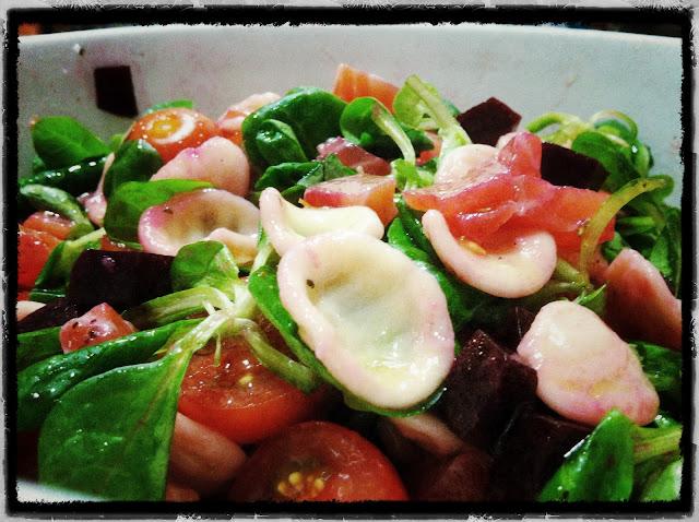Orecchiette en ensalada remolacha y salmón curado restaurante a domicilio Mejor en casa