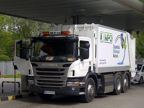 Jedna z 19 śmieciarek Scania CNG w barwach MPO Warszawa