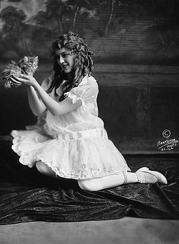 Mary Pickford and a cat