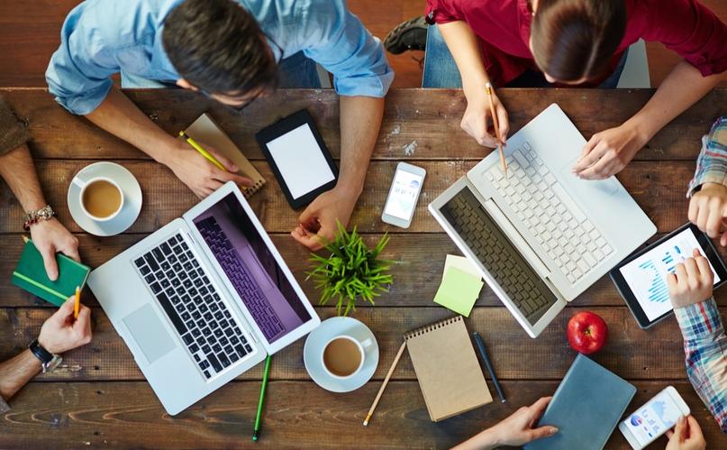 Сайт-визитка – обычно состоит из нескольких страниц и имеет уникальный, но простой и функциональный дизайн; идеально подходит для компаний, которые хотят разместить информацию о себе и своих услугах в Интернете; основные разделы сайта: «О компании», «Продукция или услуги», «Прайс-листы», «Контактная информация»; сайт-визитка используется предприятиями, организациями и частными лицами.