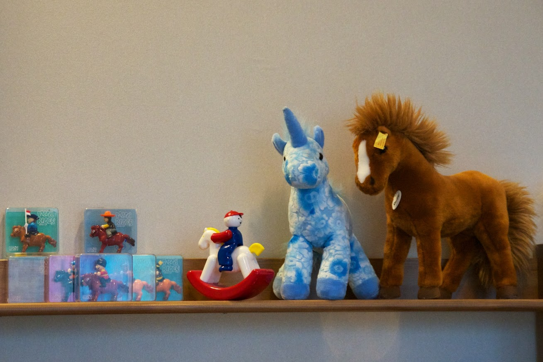 馬の人形たち