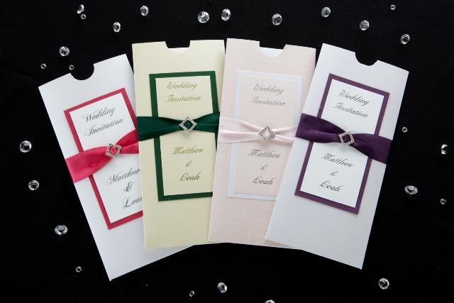 Invitaciones para boda de diferente color