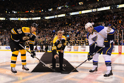 Bobby Orr with the ceremonial puck drop with Zdeno Chara and David Backes