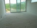 Perlitte-Schüttung im Wohnzimmer