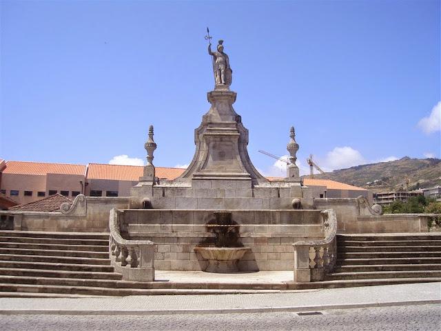 """Fonte Monumental """"O Lamego"""""""