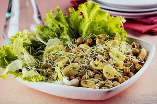 Salada de Grão-de-bico, Cogumelos e Salsão