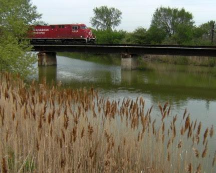 Lokomotive über der Themse, Ontario, Kanada