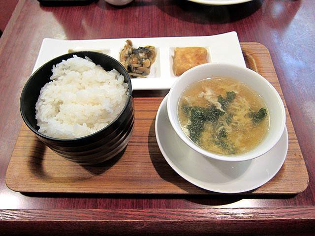 大人気の麻婆豆腐定食1000円。