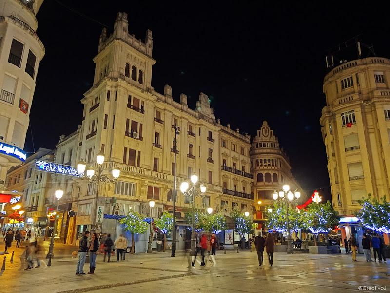 luces navidad, ambiente navideño, plaza tendillas, córdoba, españa, navidad, festividad, decoración navideña