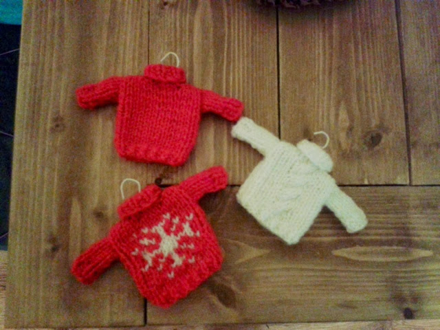 Knitting Pattern Christmas Jumper : KNIT AND MAKE: Mini christmas jumpers