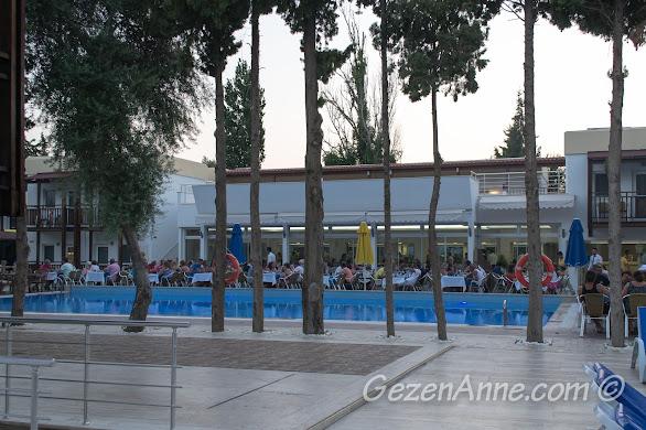 Bodrum, Bitez Garden Life'ın havuzbaşındaki restoranı