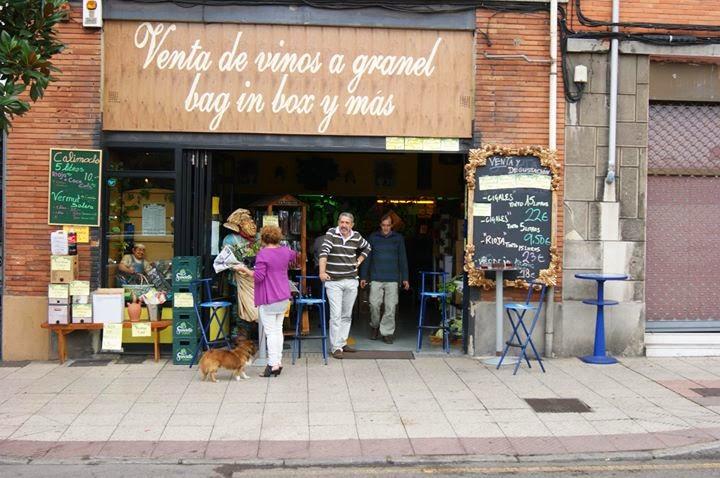 Cita para la tertulia de los jueves en : Bar-Tienda Vinos a Granel, Calle Rio Caudal 8, 33010 Oviedo, Asturias
