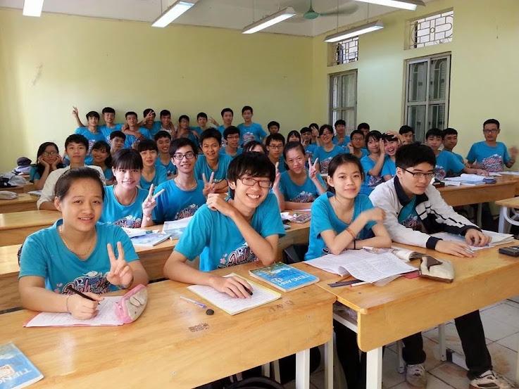 """""""Bằng cách nào đó, chúng ta từ những người xa lạ để bây giờ đã trở thành một phần trong trái tim nhau..."""" - Bài dự thi số 13 cuộc thi """"Khoảnh khắc tuổi 17"""" do Cao đẳng thực hành FPT Polytechnic tổ chức."""