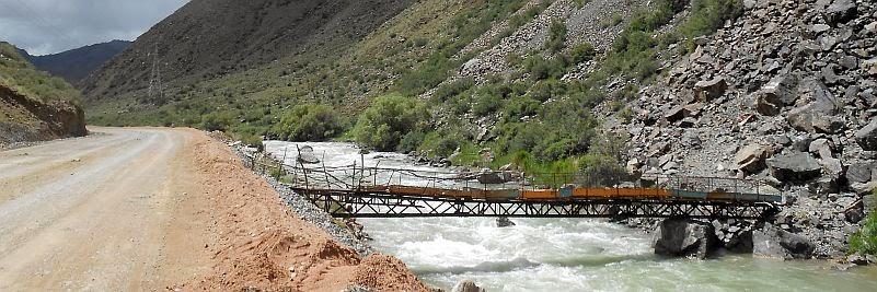 Einfache Brücke an der Landstraße Kochkor-Naryn