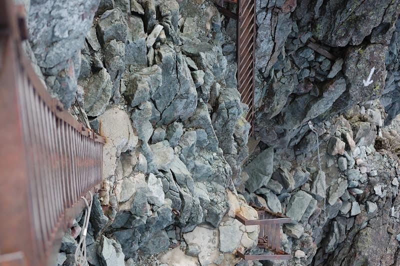 槍ヶ岳最後のはしごの写真