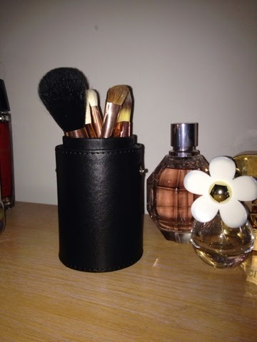 morphe brushes set 701. it was £24.95 for the 7 piece set which i thought a steal as had been eyeing up zoeva rose gold sets at £60 odd. packaging is beautiful morphe brushes 701