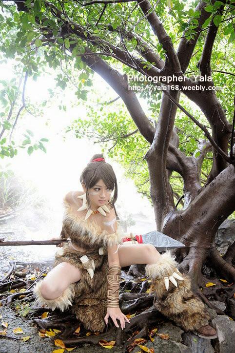 Thợ săn Nidalee khoe dáng giữa rừng vắng - Ảnh 10