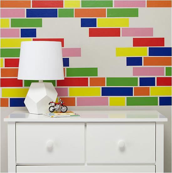 Decorar paredes con adhesivos sencillos