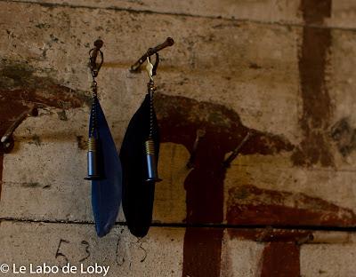 Boucles d'oreilles légères comme une plume ou comme une vis en titane