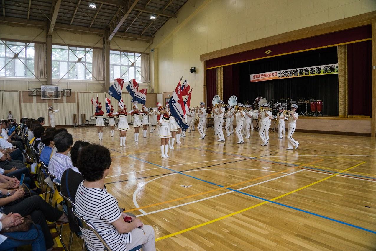 北海道警察音楽隊とカラーガード