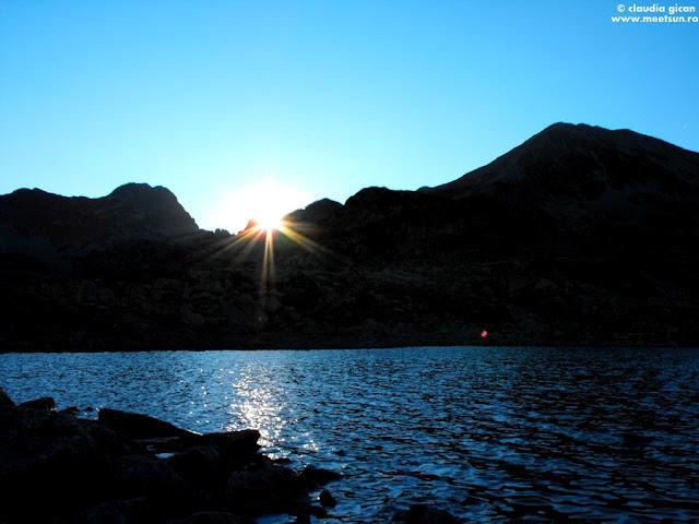 soarele apune cu viteză peste Şaua Judelui