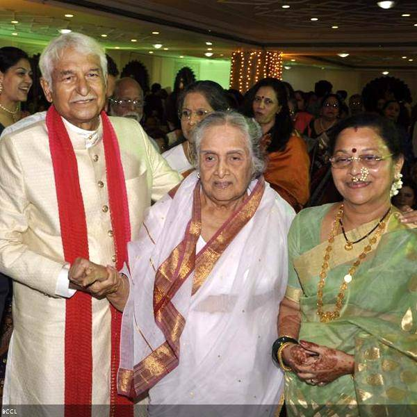 Ramesh and Seema Deo with veteran actress Sulochana during their 50th wedding anniversary, held at ISKCON, in Mumbai, on July 1, 2013. (Pic: Viral Bhayani)
