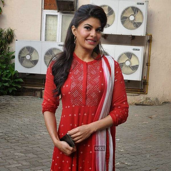 Jacqueline Fernandez snapped at Mehboob Studios, in Mumbai on July 24, 2014.(Pic: Viral Bhayani)