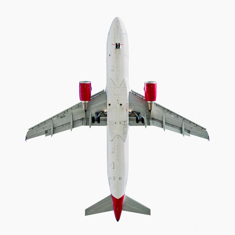 *美國攝影師 Jeffrey Milstein 仰望起降瞬間:捕捉飛機下方腹部攝影作品! 3
