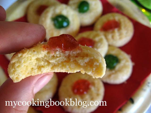 Кокосови бисквити с глазирани черешки