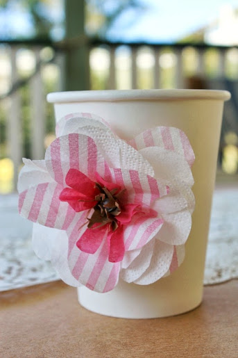http://www.lovethatparty.com.au/2013/09/how-to-paper-flowers-budget-party-diys.html