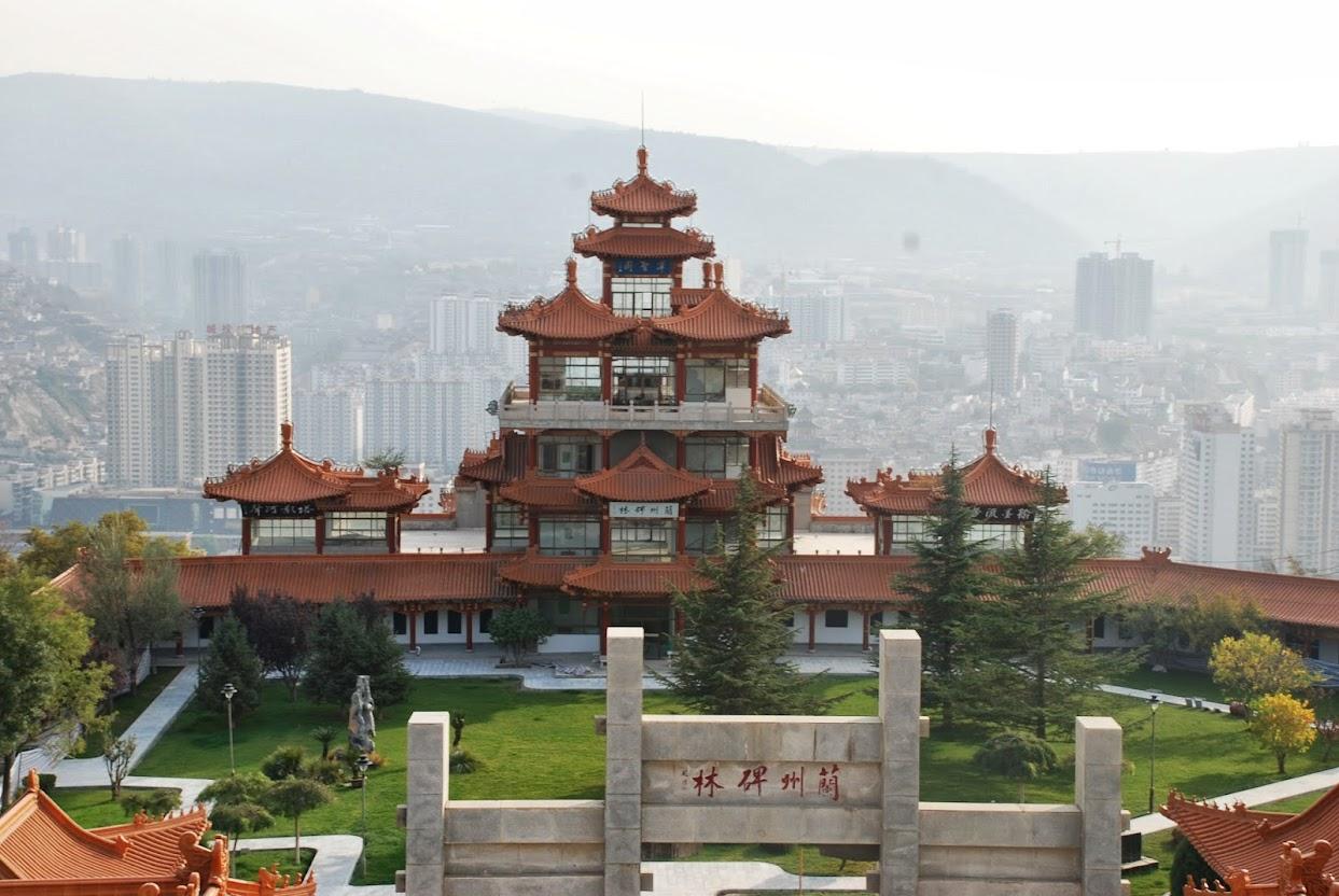 В Ланьчжоу пагоды соседствуют с небоскребами