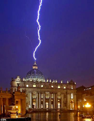 A Sign From Above Lightning Strikes Vatican Hours After Pope Shock Resignation