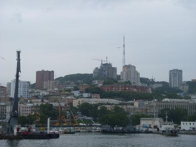 丘と港の街ウラジオストック