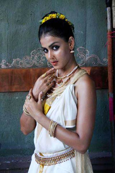 Genelia Latest Stills from Urumi Malayalam Movie ~ Share Actress