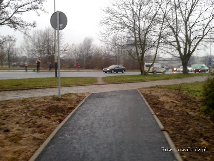 Kwiatek - droga dla rowerów kończy się chodnikiem i przedeptem.