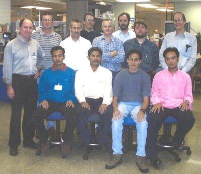 AkuBiomed gambar bersama tenaga kerja Flinders Medical Center