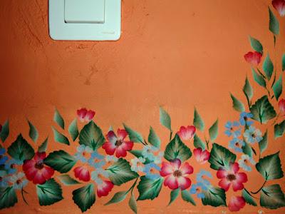 Decoraci n de paredes silvia catalina ochoa for Papel pintado imitacion periodico