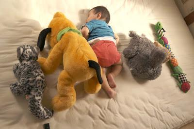 昼寝次男と人形たち