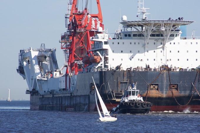 """Способное достроить """"Северный поток — 2"""" судно прибыло в порт Росток"""