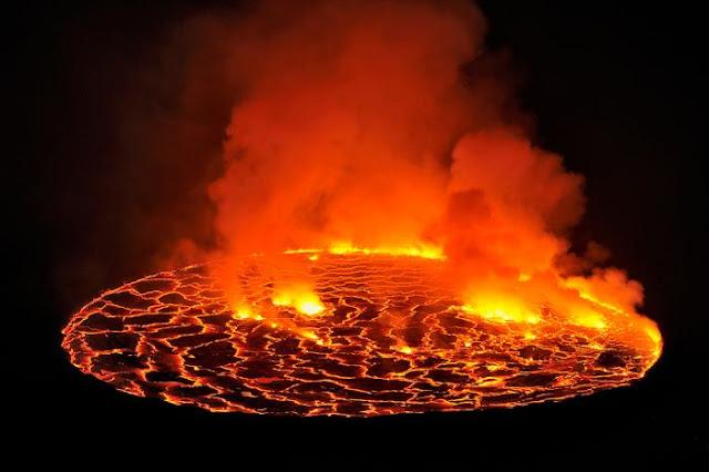 استكشافية لبركان نيراجونجو افريقيا 11.jpg