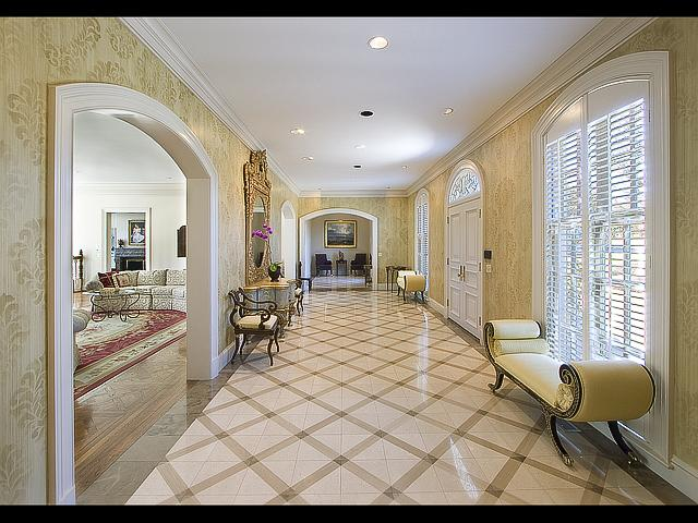 Jessica simpson 39 s house in beverly hills california for Beautiful houses inside